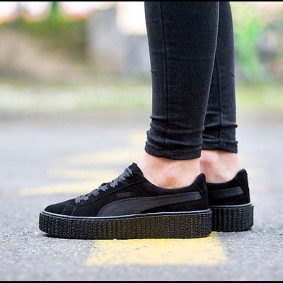 newest 5e99f 9c88d Triple black Puma x Rihanna suede creepers